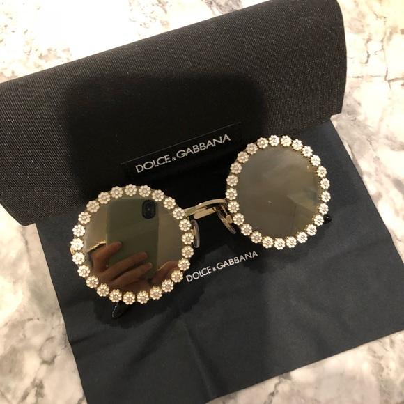 888ac02cfe3 Dolce   Gabbana Accessories - Dolce and Gabbana Round Daisy Mirrored  Sunglasses